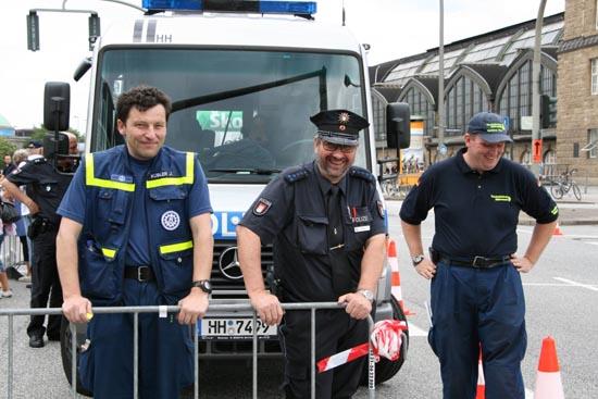 In Zusammenarbeit mit der Hamburger Polizei wurde die Fahrtstrecke verkehrstechnisch abgesichert.