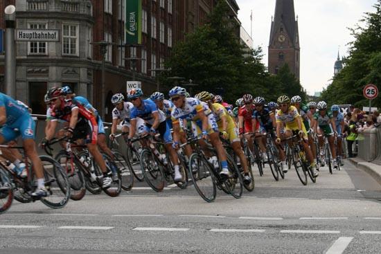 20.500 Jedermänner und -frauen haben sich diesmal aufs Rad geschwungen, 19.600 von ihnen das Ziel auf der Mönckebergstraße erreicht.