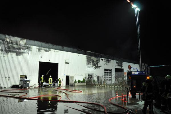 Die Fachgruppe Beleuchtung aus dem OV Norderstedt leuchtete die Einsatzstelle aus.