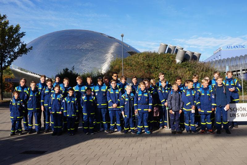 Rund 50 Junghelfer aus den Jugendgruppen Hamburg-Altona, -Wandsbek und -Nord nahmen am Ausflug teil.