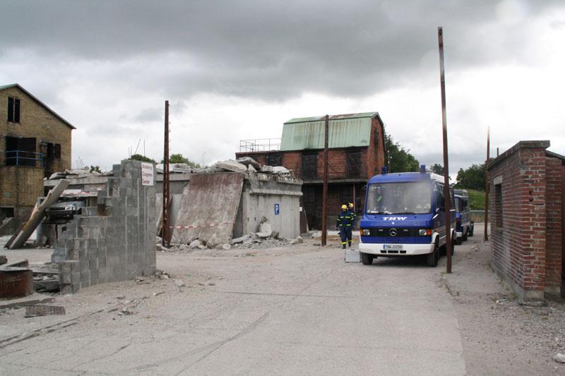 Der Übungsplatz Tinglev bietet Platz auch für große Übungen. Hier erkunden Helfer ein eingestürzte Häuser.