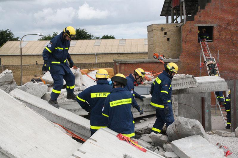 Bergungseinheiten sorgen für eine schnelle und sichere Rettung der Personen.