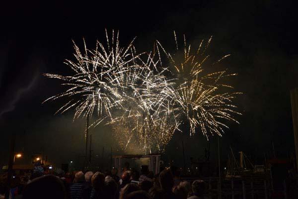 Am späten Abend fuhren wir alle nach Heiligenhafen und genossen das spektakuläre Feuerwerk zum Abschluss des Hafenfestes.