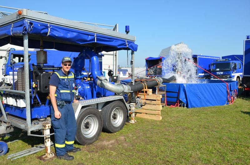 Der OV Hamburg-Bergedorf präsentierte die Fachgruppe Wasserschaden/Pumpen.