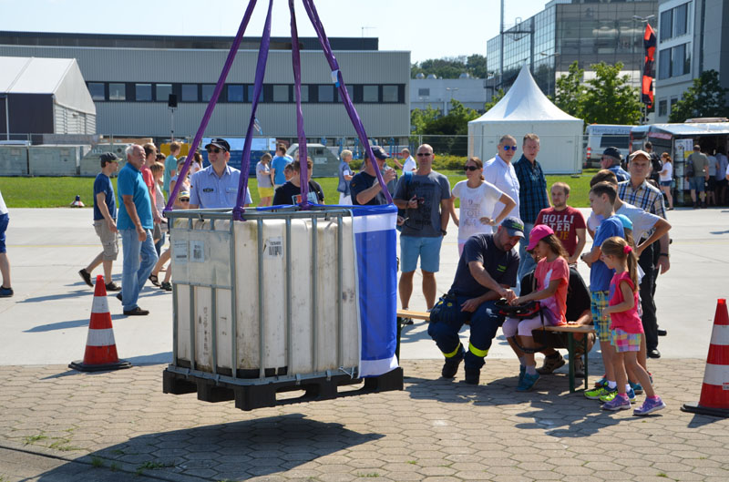 Einmal einen Kran bedienen - dieser Traum wurde vom Ortsverband Hamburg-Altona realisiert.