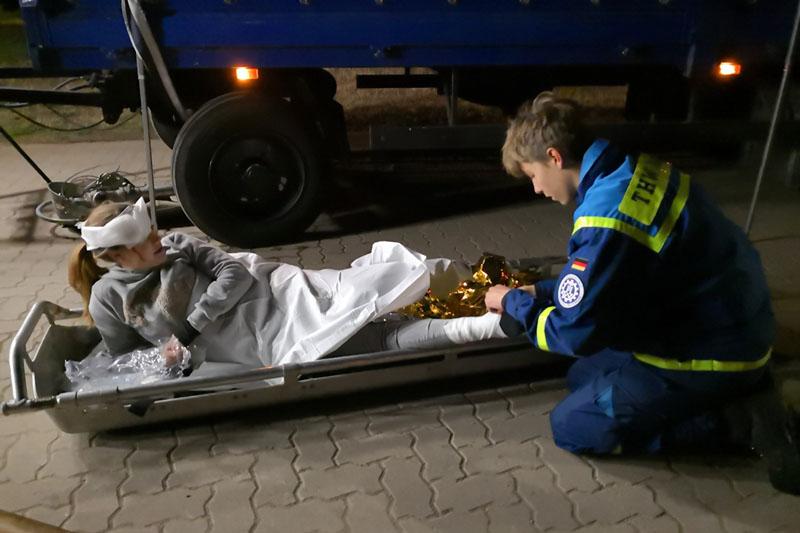 Betreuung und Transport von Verletzten war auch Aufgabe der Jugendgruppe.