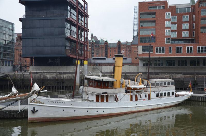 Das Dampfschiff SCHAARHÖRN am Winterliegeplatz im Sandtorhafen.