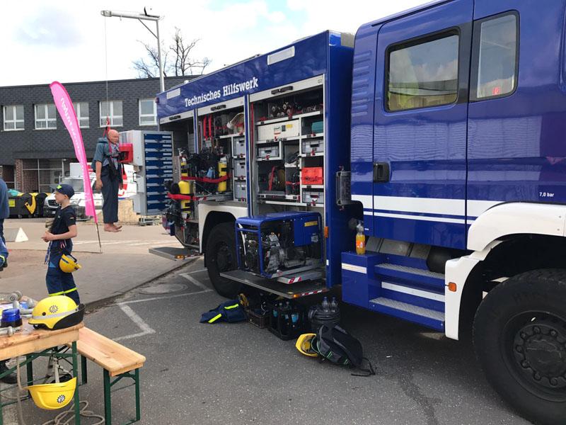 Gemeinsam mit der 1. Bergungsgruppe 2. TZ wurde ein Gerätekraftwagen gezeigt. Hier gab es das vielfältige Gerät des THW zum Angucken.