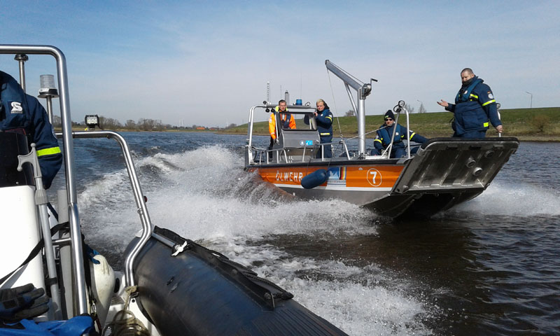 Auf der Elbe vor Oortkaten wurden Fahrmanöver geübt.