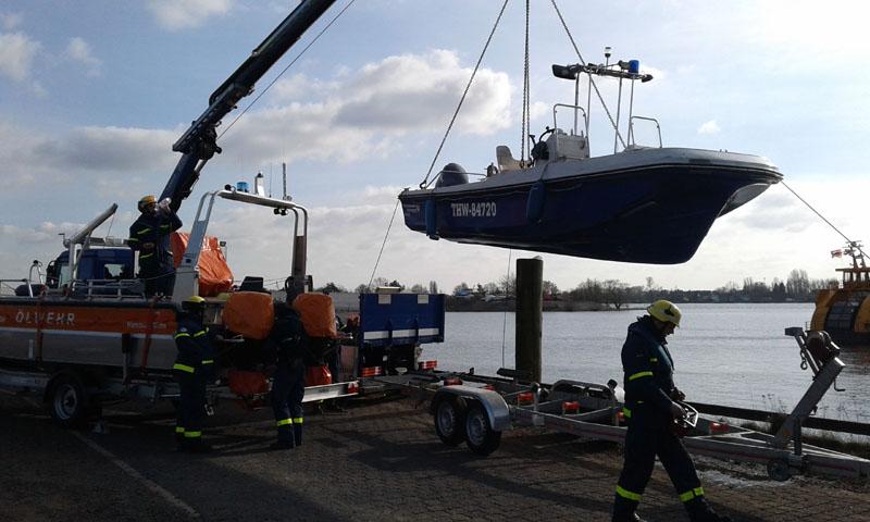 Am Ende wurden die Boote wieder aus der Elbe gekrant.