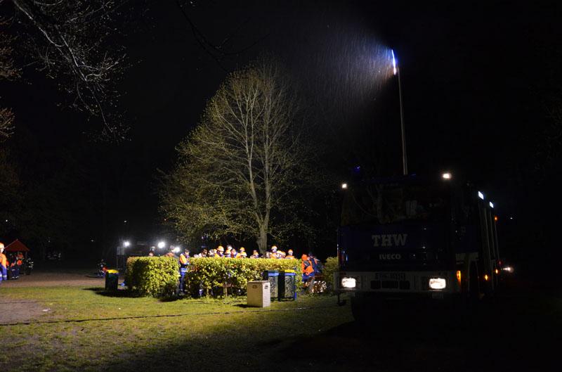 Das THW Hamburg-Nord stellte nicht nur eine eigene Aufgabenstation, sondern leuchtete auch den Platz für die Siegerehrung aus.