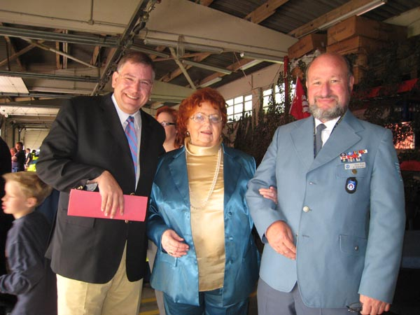 Klaus mit Ehefrau Gisela und Innensenators Christoph Ahlhaus.