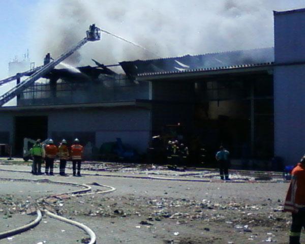 Eine Lagerhall mit ca. 5000 m³ Recyclingabfall ist niedergebrannt.