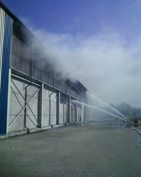 Die Arbeiten wurden durch starke Rauchentwicklung beeinträchtigt, der Einsatz von schwerem Atemschutzgerät war notwendig.