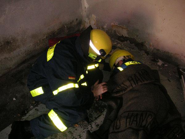 Erstversorgung der aufgefundenen Verletzten.
