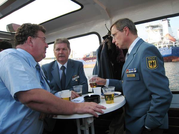 Hans-Joachim Fuchtel, MdB, der Präsident der THW-Bundesvereinigung e.V., THW-Vizepräsident Rainer Schwierczinski und THW-Bundessprecher Frank Schulze.