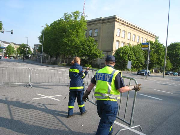 In Zusammenarbeit mit der Hamburger Polizei wurde die Laufstrecke verkehrstechnisch abzusichern.