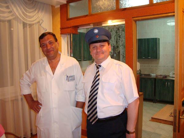 Begrüßung durch Viceminister Golovaci, er sammelt Dienstmützen und hat nun auch eine vom THW in seiner Sammlung.