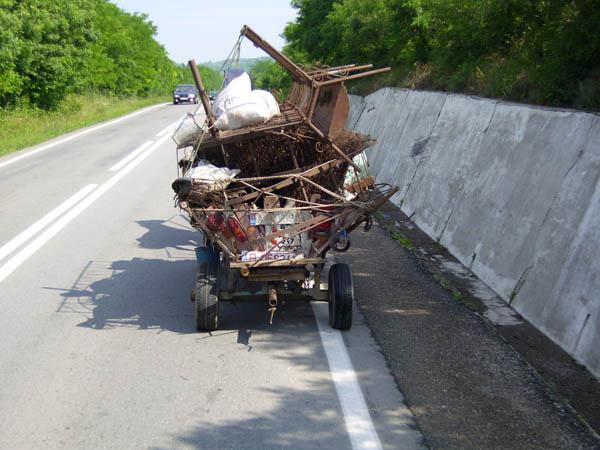 Landestypische Fahrzeuge in Rumänien.