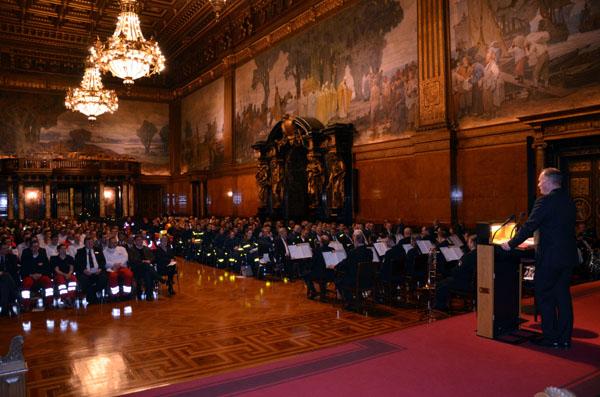 Senator Neumann bei seiner netten Ansprache, die bei den ehrenamtlichen Helfern Gehör fand.