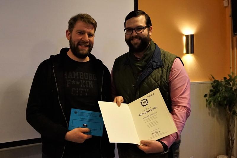 Julian Radbruch wurde für seine zehnjähriger Mitarbeit im Technischen Hilfswerk ausgezeichnet.