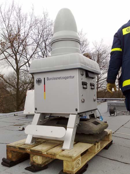 Die automatische Messstation auf dem Dach der Albert Schweitzer Schule.