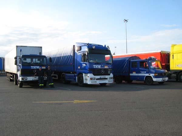 Unsere Fahrzeuge in diesem Jahr: zwei Sattelzugmaschinen mit Aufliegern und ein MLW.