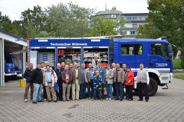 Gruppenfoto vor dem GKW.