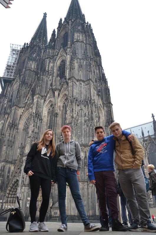 Aus der THW-Jugend Hamburg-Nord waren Melina, Vanessa, Daniel und Thomas dabei.