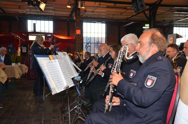 Für die Musik am Abend sorgt das Polizeiorchester Hamburg.