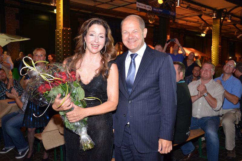 Vicky Leandros und Bürgermeister Olaf Scholz.