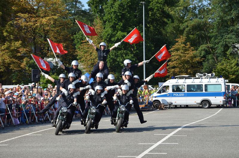 Die Polizei-Motorradstaffel zeigte ihr Können.