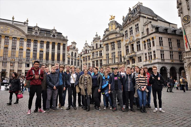 Gruppenfoto auf dem Grand Place.
