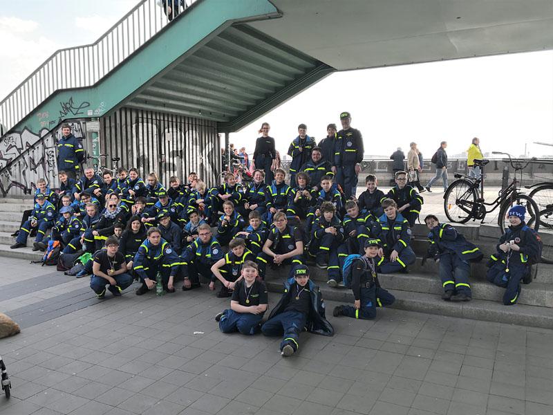Rund 50 Junghelfer aus den Jugendgruppen Hamburg-Altona, -Bergedorf, -Eimsbüttel, -Mitte und -Nord nahmen an der Hafenralley teil.