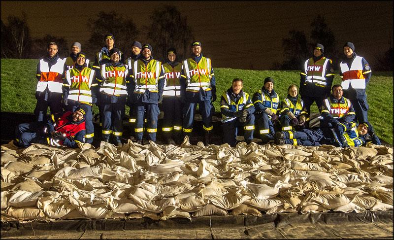 Gruppenfoto des 1. Technischen Zuges nach Erledigung der Aufgabe.
